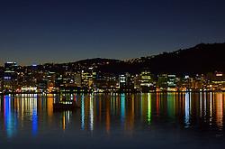 Uma cidade grande com ares de interior. Assim pode ser caracterizada a capital da Nova Zelândia. Situada no extremo sul da Ilha Norte, Wellington é o ponto de ligação entre as duas ilhas sendo parada obrigatória para a maioria dos viajantes. Sede do parlamento nacional, ela também abriga grande número de tesouros nacionais, guardados em museus e galerias. Toda essa cultura aflorando pelas ruas com cafés e bares de requinte, misturada com colinas que proporcionam vistas incríveis da costa, fazem de Wellington um dos pontos mais charmosos do País. FOTO: Lucas Uebel/Preview.com