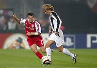 Fotball<br /> Champions League 2004/05<br /> Juventus v Bayern München<br /> 19. oktober 2004<br /> Foto: Digitalsport<br /> NORWAY ONLY<br /> PAVEL NEDVED (JUV) / WILLY SAGNOL (BAY)