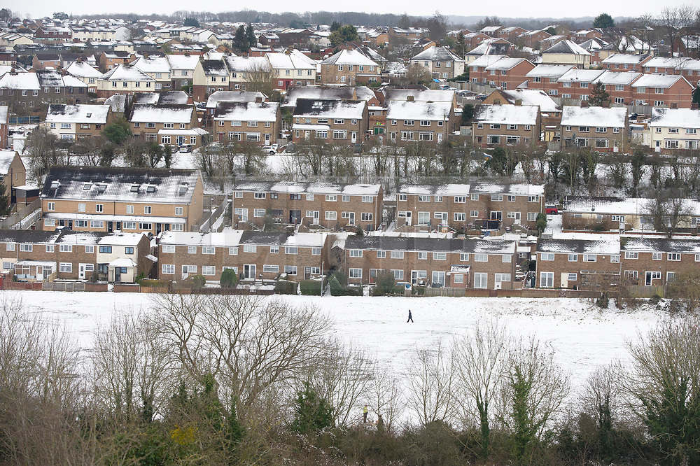 © Licensed to London News Pictures 10/02/2021.        Medway, UK. Snow covered homes in Medway, Kent. Temperatures are set to drop to a freezing cold -7C in Kent and the South East tonight with more snow expected. Photo credit:Grant Falvey/LNP