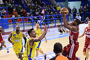 DESCRIZIONE : Porto San Giorgio Lega serie A 2013/14  Sutor Montegranaro Varese<br /> GIOCATORE : <br /> CATEGORIA : tiro<br /> SQUADRA : Pallacanestro Varese<br /> EVENTO : Campionato Lega Serie A 2013-2014<br /> GARA : Sutor Montegranaro Pallacanestro Varese<br /> DATA : 23/11/2013<br /> SPORT : Pallacanestro<br /> AUTORE : Agenzia Ciamillo-Castoria/M.Greco<br /> Galleria : Lega Seria A 2013-2014<br /> Fotonotizia : Porto San Giorgio  Lega serie A 2013/14 Sutor Montegranaro Varese<br /> Predefinita :