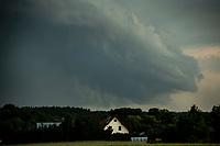 Podlasie, 17.06.2020. Burzowo i deszczowo nad Bialymstokiem. N/z chmury burzowe fot Michal Kosc / AGENCJA WSCHOD