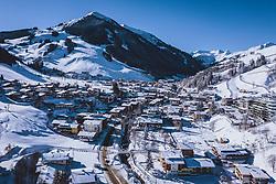 THEMENBILD - Blick auf den Wintersportort Hinterglemm mit dem Zwölferkogel, aufgenommen am 16. Januar 2021 in Saalbach Hinterglemm, Österreich // View of the winter sports village Hinterglemm with the mountain Zwoelferkogel, Saalbach Hinterglemm, Austria on 2021/01/16. EXPA Pictures © 2021, PhotoCredit: EXPA/ JFK