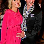 NLD/Noordwijk/20100502 - Gerard Joling 50ste verjaardag, zwangere Gallyon van Vessem en partner Greg de Jong