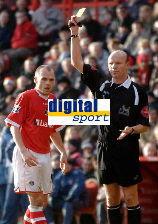 Photo: Glyn Thomas.<br />Charlton Athletic v Arsenal. The Barclays Premiership.<br />26/12/2005.<br /> Charlton's Danny Murphy (L) is shown the yellow card by referee Steve Bennett.