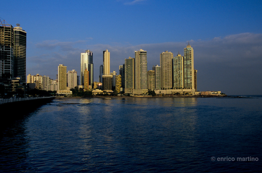 Panamà City: monolithic skyscrapers dominates the new skyline of this bustling metropolis where more than one-third of the country's population lives.
