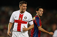 Inter Milan's forward Hernan Crespo (L) reacts after missing a goal against Barcelona during their Gamper Trophy football match at Camp Nou stadium in Barcelona, 29 August 2007. On the right side FC Barcelona's defender Gianluca Zambrotta. INSIDEFOTO / PACO SERINELLI