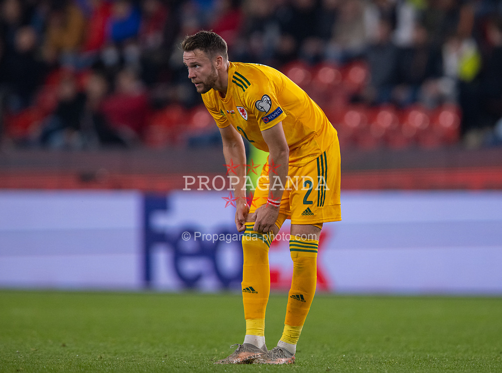 PRAGUE, CZECH REPUBLIC - Friday, October 8, 2021: Wales' Chris Gunter during the FIFA World Cup Qatar 2022 Qualifying Group E match between Czech Republic and Wales at the Sinobo Stadium. The game ended in a 2-2 draw. (Pic by David Rawcliffe/Propaganda)