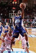 DESCRIZIONE : Varese Lega A 2013-14 Cimberio Varese Acqua Vitasnella Cantu<br /> GIOCATORE : Joe Ragland<br /> CATEGORIA : tiro penetrazione<br /> SQUADRA : Acqua Vitasnella Cantu<br /> EVENTO : Campionato Lega A 2013-2014<br /> GARA : Cimberio Varese Acqua Vitasnella Cantu<br /> DATA : 15/12/2013<br /> SPORT : Pallacanestro <br /> AUTORE : Agenzia Ciamillo-Castoria/R.Morgano<br /> Galleria : Lega Basket A 2013-2014  <br /> Fotonotizia : Varese Lega A 2013-14 Cimberio Varese Acqua Vitasnella Cantu<br /> Predefinita :
