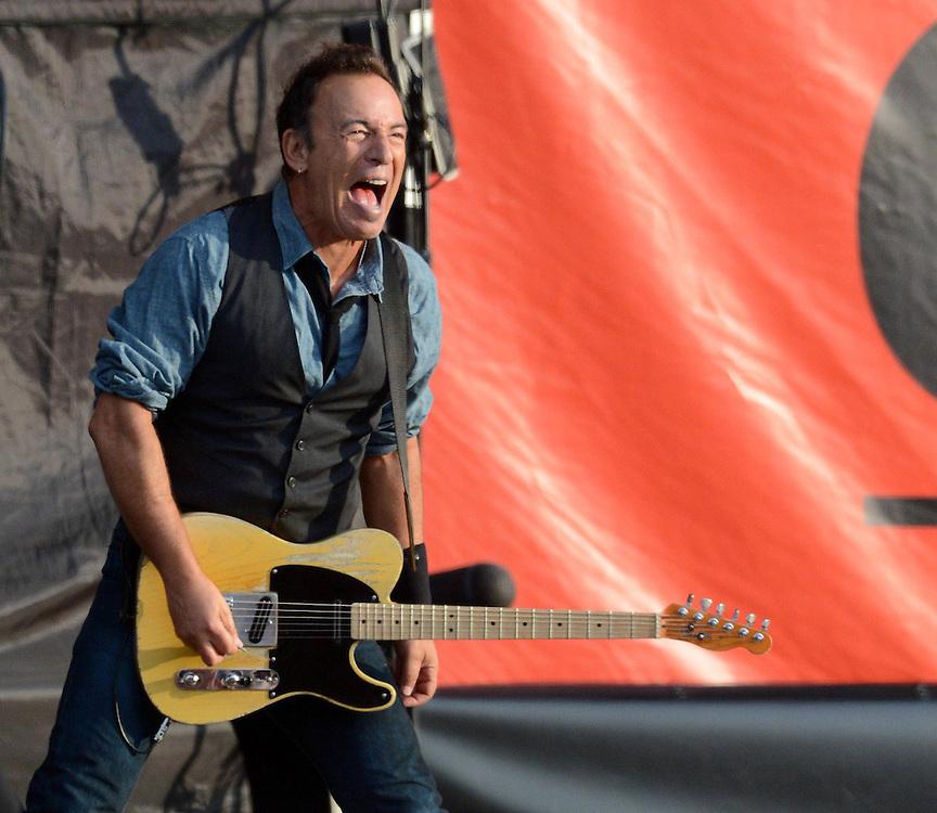 Bruce Springsteen at Hard Rock Calling, Hyde Park, London <br /> CODE:361600<br /> www.expresspictures.com<br /> Express Syndication<br /> +44 (0)20 8612 7884/7903/7906/7661<br /> +44 (0)20 7098 2764<br /> NO ONLINE/DIGITAL/MOBILE PHONE OR APPS USAGE UNLESS AGREED