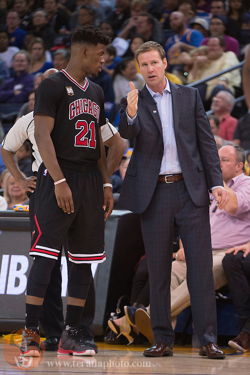 November 20, 2015; Oakland, CA, USA; Chicago Bulls head coach Fred Hoiberg (right) instructs guard Jimmy Butler (21) during the fourth quarter against the Golden State Warriors at Oracle Arena. The Warriors defeated the Bulls 106-94.