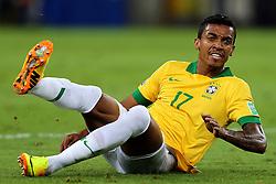 Luiz Gustavo na partida entre Brasil e Espanha válida pela final da Copa das Confederações 2013, no estádio Maracana, no Rio de Janeiro. FOTO: Jefferson Bernardes/Preview.com