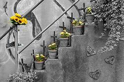 04.09.2015, Karl-Lehr-Strasse, Duisburg, GER, Gedenkstaette Loveparade Duisburg, im Bild Treppe mit aufgestellten Kreuzen und Blumentoepfen fuer die Opfer, am Gelaende haengt ein Turnschuh eines Opfers // The Loveparade memorial Karl-Lehr-Strasse in Duisburg, Germany on 2015/09/04. EXPA Pictures © 2015, PhotoCredit: EXPA/ Eibner-Pressefoto/ Hommes<br /> <br /> *****ATTENTION - OUT of GER*****