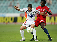 Fotball<br /> Frankrike<br /> Foto: DPPI/Digitalsport<br /> NORWAY ONLY<br /> <br /> FOOTBALL - FRENCH CHAMPIONSHIP 2009/2010 - L2 - CLERMONT FOOT AUVERGNE v STADE LAVALLOIS - 18/08/2009<br /> <br /> ROMAIN HAMOUMA (LAV) / BRUCE ABOULAYE (CLE)