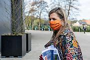 VEENENDAAL, 23-04-2021, Info Support, hoofdkantoor Nederland<br /> <br /> Koningin Maxima, lid van het Nederlands Comite voor Ondernemerschap, en SER-voorzitter Mariëtte Hamer tijdens een werkbezoek aan de regio Gelderse Vallei. Het bezoek staat in het teken van de gevolgen van de coronacrisis voor de arbeidsmarkt. Brunopress/Patrick van Emst