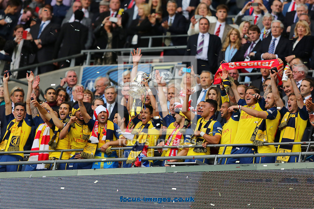 Arsenal celebrate after winning the FA Cup Final at Wembley Stadium, London<br /> Picture by Richard Calver/Focus Images Ltd +44 7792 981244<br /> 30/05/2015