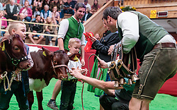 29.04.2018, Maishofen, AUT, XII Weltkongress Pinzgauer Rind, im Bild Ehrung // prize giving ceremony during the XII Pinzgauer cattle World Congress in Maishofen, Austria on 2018/04/29. EXPA Pictures © 2018, PhotoCredit: EXPA/ JFK