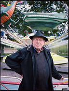 09.10.2020 Kleiner Stadtmarsch, Magdeburg, Elbe Fun Park.<br /> <br /> Hans Dieter Stoll, 71 Jahre, ist die 6.Generation Schausteller. Seine Kinder haben den Betrieb schon übernommen, ob die Enkelkinder auch einsteigen ist fraglich - dass wäre dann die achte Generation.<br /> <br /> ©Harald Krieg/Agentur Focus