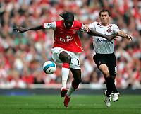 Photo: Tom Dulat.<br /> Arsenal v Sunderland. The FA Barclays Premiership. 07/10/2007.<br /> Liam Miller of Sunderland and Emmanuel Adebayor of Arsenal with the ball