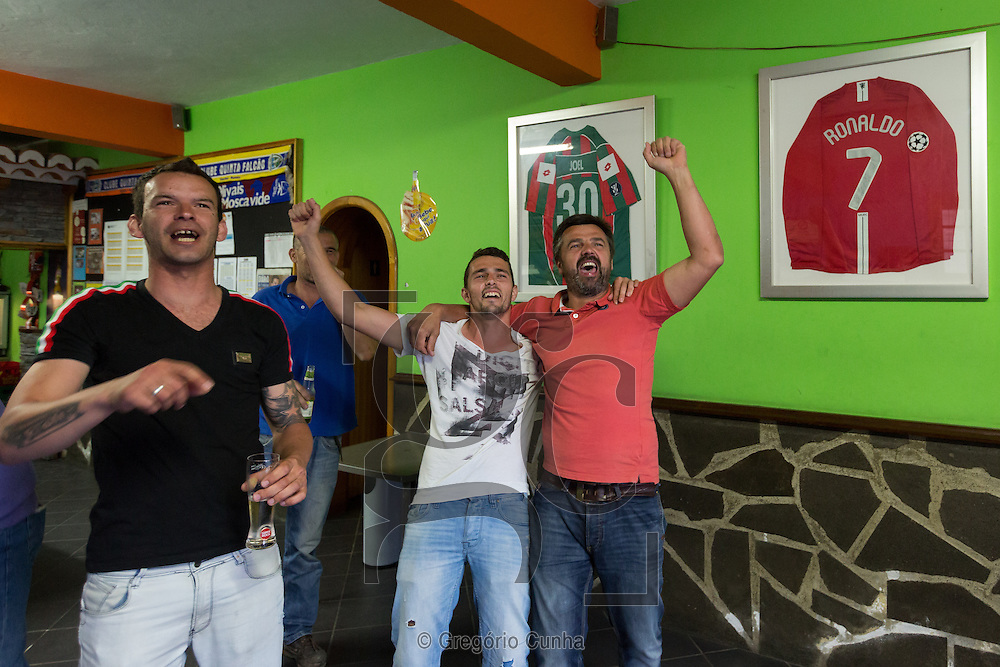 Portugal, MADEIRA, Funchal : Former neighbors and friends of Cristiano Ronaldo sees the game Bayern Munich vs Real Madrid at the bar Quinta Falcão.<br /> Photo Gregório Cunha