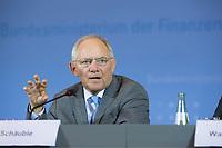 03 JUN 2014, BERLIN/GERMANY:<br /> Wolfgang Schaeuble, CDU, Bundesfinanzminister, Pressekonferenz zu den Ergebnissen der 11. Sitzung des Stabilitaetsrates, Bundesministerium der Finanzen<br /> IMAGE: 20150603-02-039<br /> KEYWORDS: Stabilitätsrat, Wolfgang Schäuble