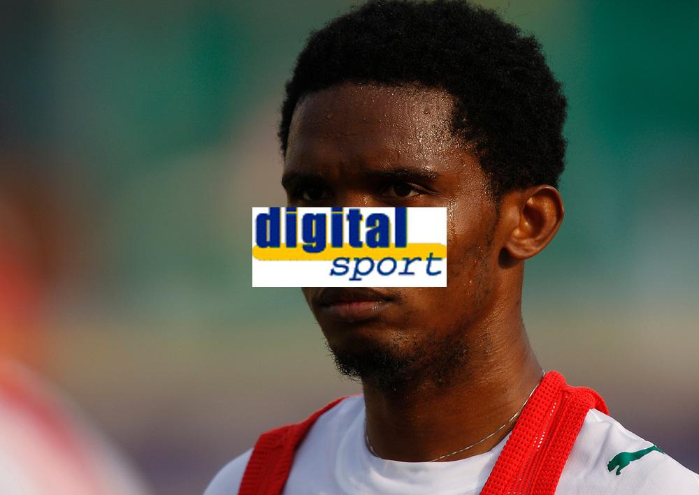 Photo: Steve Bond/Richard Lane Photography.<br /> Egypt v Cameroun. Africa Cup of Nations. 22/01/2008. Samuel Eto'o feals the heat at Kumasi