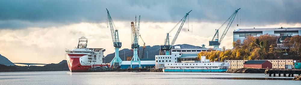 Seven Viking at Ulstein Verft in Ulsteinvik, norway | Seven Viking ved Ulstein Verft i Ulsteinvik.