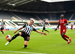 LIVERPOOL, ENGLAND - Sunday, July 26, 2020: Newcastle United's Javier Manquillo (L) and Liverpool's Sadio Mané (R) during the final match of the FA Premier League season between Newcastle United FC and Liverpool FC at St. James' Park. The game was played behind closed doors due to the UK government's social distancing laws during the Coronavirus COVID-19 Pandemic. Liverpool won 3-1 and finished the season as Champions on 99 points. (Pic by Propaganda)