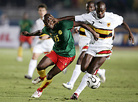 Fotball<br /> Foto: Dppi/Digitalsport<br /> NORWAY ONLY<br /> <br /> FOOTBALL - AFRICAN CUP OF NATIONS 2006 - FIRST ROUND - GROUP B - 060121 - CAMEROON v ANGOLA<br /> <br /> ACHILLE WEBO (CAM) / JOAO PEREIRA (ANG)<br /> <br /> KAMERUN v ANGOLA
