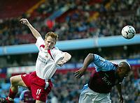 Fotball, 29. november 2003, Premier League, Aston Villa - Southampton,   Michael Svensson, Southamton, og Dion Dublin, Aston Villa