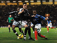 Fotball<br /> Premier League 2004/05<br /> Portsmouth v Chelsea<br /> 28. desember 2004<br /> Foto: Digitalsport<br /> NORWAY ONLY<br /> John Terry and William Gallas (left) combine to keep Ricardo Fuller out