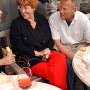 NLD/Bloemenaal/20050601 - Haringparty Showtime Noordzee FM, Pamela Teves en partner