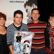 NLD/Volendam/20061113 - Uitreiking Platina cd's aan Jan Smit, ouders en zus