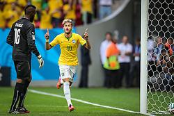 Neymar Jr. comemora gol do Brasil na partida contra Camarões, válida pela terceira rodada do Grupo A da Copa do Mundo 2014, no Estádio Nacional Mané Garrincha, em Brasília-DF. FOTO: Jefferson Bernardes/ Agência Preview