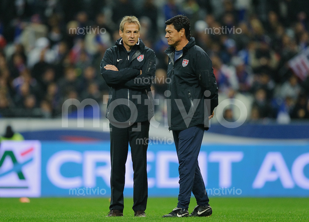 Fussball international 2011 Freundschaftsspiel Frankreich - USA V.l.: Trainer Juergen KLINSMANN und Assistenztrainer Martin VASQUEZ (USA).