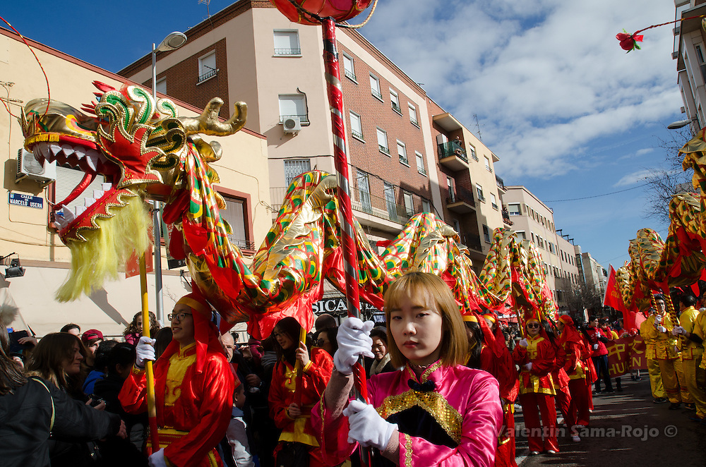 Madrid, Spain. 28th January, 2017. A young woman leading two dragons during the Chinese New Year in Madrid. © Valentin Sama-Rojo.