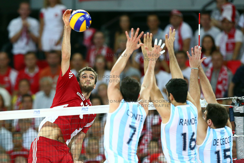 07.09.2014, Centennial Hall, Breslau, POL, FIVB WM, Polen vs Argentinien, Gruppe A, im Bild (L) MATEUSZ MIKA W BLOKU OD LEWEJ FACUNDO CONTE, MARTIN RAMOS, LUCIANO DE CECCO // during the FIVB Volleyball Men's World Championships Pool A Match beween Poland and Argentina at the Centennial Hall in Breslau, Poland on 2014/09/07.<br /> <br /> ***NETHERLANDS ONLY***