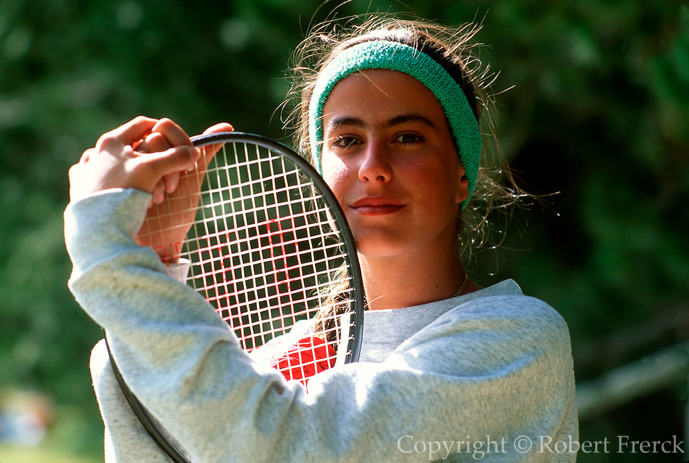 MEXICO, SPORTS, MEXICO CITY (R) a young woman tennis player with racquet