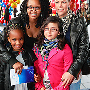 NLD/Rotterdam/20110401 - Premiere Disney on Ice 2011, Shary-An Nivillac met partner en nichtjes