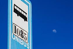 June 14, 2017 - Lua minguante compondo foto com céu azul e placa de ponto de ônibus nessa manhã em Sorocaba  (Credit Image: © Cadu Rolim/Fotoarena via ZUMA Press)