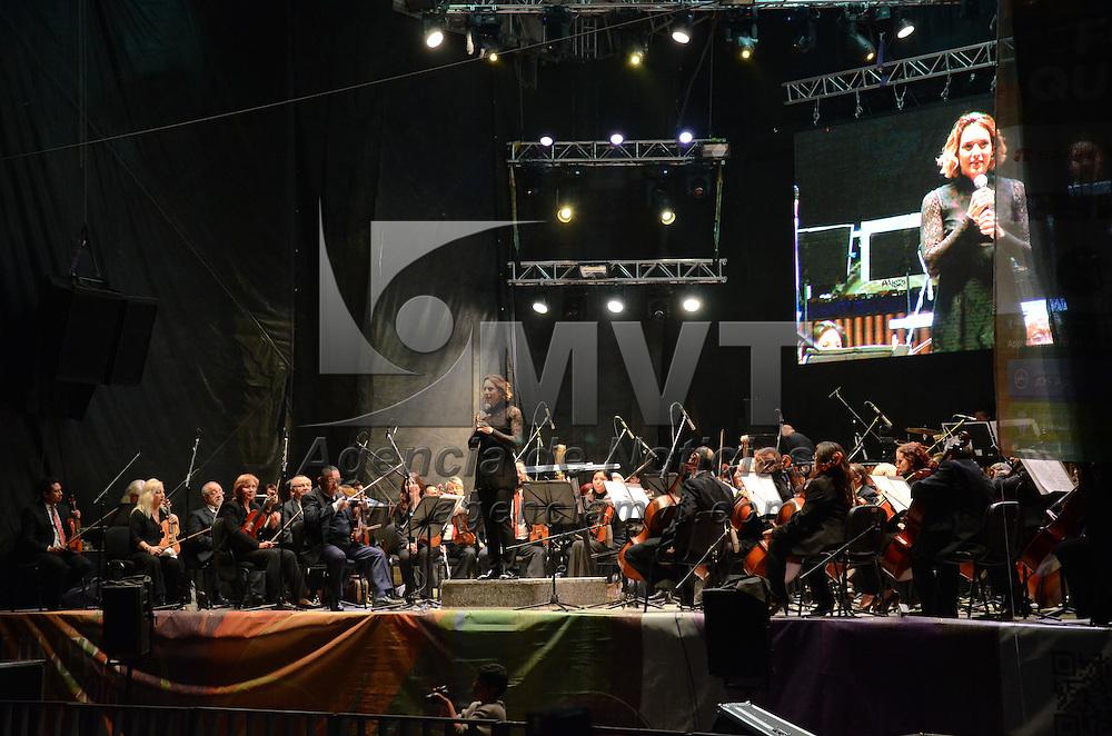 Metepec, México (Octubre 16, 2016).- Como parte de las actividades del Festival Cultural Quimera 2016 se presentó la directora mexicana Alondra de la Parra y la Orquesta Sinfónica del Estado de México (OSEM) ofreciendo un magno concierto en la Plaza Juárez.  Agencia MVT / Arturo Hernández.