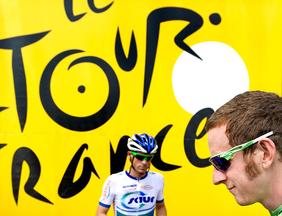 Belgie, Luik, 01-07-2012.<br /> Wielrennen, Tour de France, 1e etappe.<br /> Bradley Wiggins in de Groene Trui op weg naar de start.<br /> Foto: Klaas Jan van der Weij