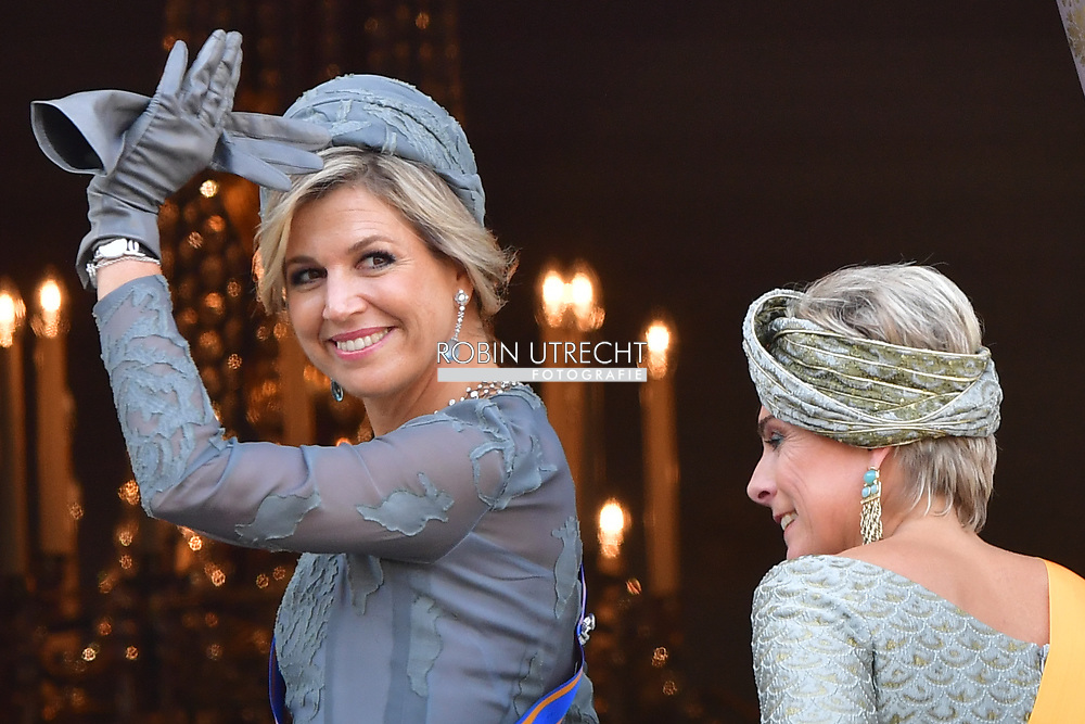 19-9-2017 THE HAGUE - Prince Constantijn and Princess Laurentien waving King Willem-Alexander and Queen Maxima from Noordeinde Palace on Budget Day 2017 . Every third Tuesday of September is Budget Day, the festive opening of the new parliamentary year of the States General (the Senate and House). His Majesty the King on Budget Day rides in the Glazen Carriage to the Binnenhof in The Hague speaks during the joint session of the States General in the Knights from the throne speech. COPYRIGHT ROBIN UTRECHT <br /> <br /> 19-9-2017 DEN HAAG - (VLNR) Koning Willem-Alexander, koningin Maxima, prinses Laurentien en prins Constantijn zwaaien naar omstanders vanaf het balkon bij Paleis Noordeinde op Prinsjesdag. Glazen koets trekt door Haagse binnenstad   prinsjesdag glazenkoets COPYRIGHT ROBIN UTRECHT