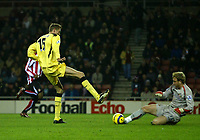 Photo: Andrew Unwin.<br /> Sunderland v Liverpool. The Barclays Premiership.<br /> 30/11/2005.<br /> Sunderland's goalkeeper, Ben Alnwick (R), comes out to deny Liverpool's Peter Crouch (L).