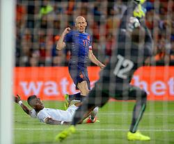 31-05-2014 NED: Vriendschappelijk Nederland - Ghana, Rotterdam<br /> Nederland wint met 1-0 van Ghana / Arjen Robben vindt keeper Adam Kwarasey op zijn weg