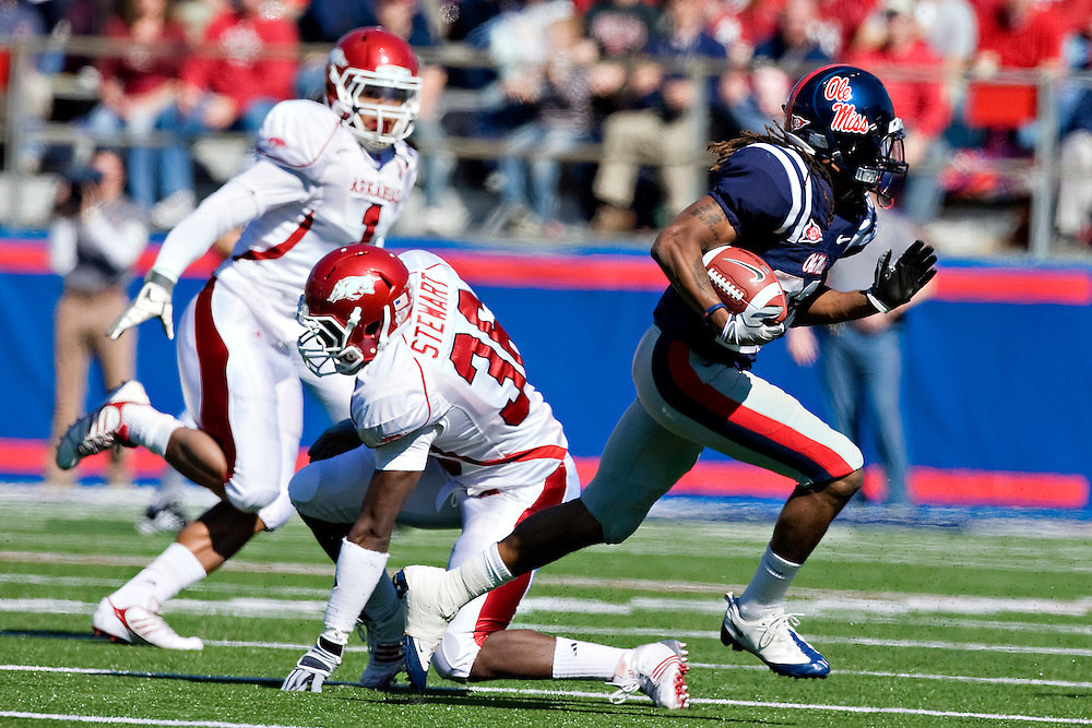 OXFORD, MS - OCTOBER 24:   Dexter McCluster #22 of the Ole Miss Rebels runs with the ball against the Arkansas Razorbacks at Vaught-Hemingway Stadium on October 24, 2009 in Oxford, Mississippi.  The Rebels defeated the Razorbacks 30 to 17.  (Photo by Wesley Hitt/Getty Images) *** Local Caption *** Dexter McCluster