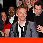 NLD/Amsterdam/20100322 -  Uitreiking Rembrandt Awards 2009, barry Atsma en zijn gewonnen rembrandt