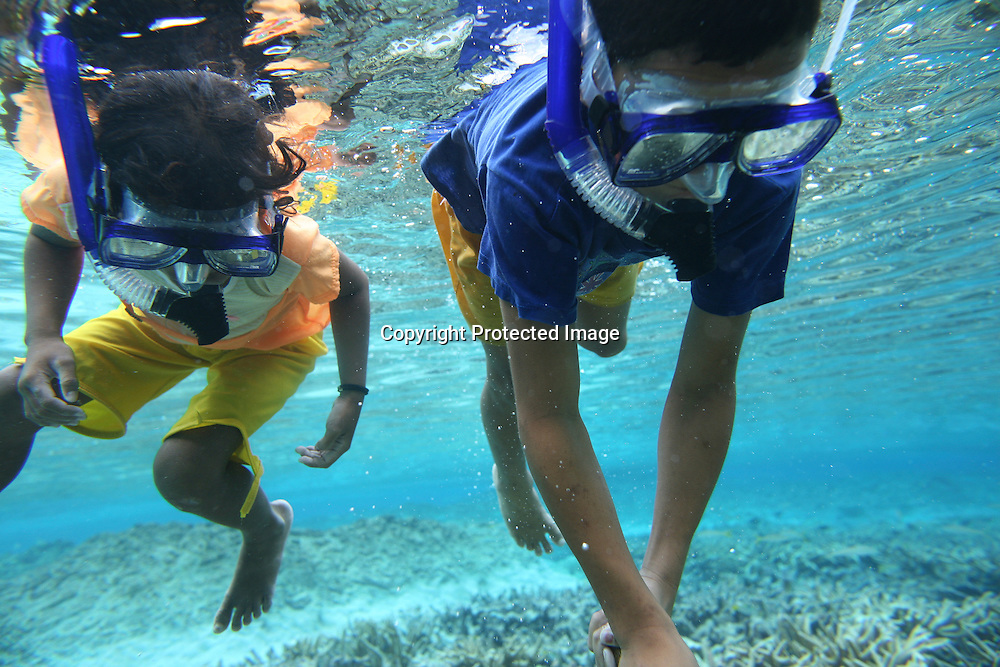 snorkeling in Tuvalu (MR)