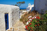 Grèce, Les Cyclades, Ile de Ios, eglise au dessus de Chora  // Greece, Cyclades, Ios island, church near Chora
