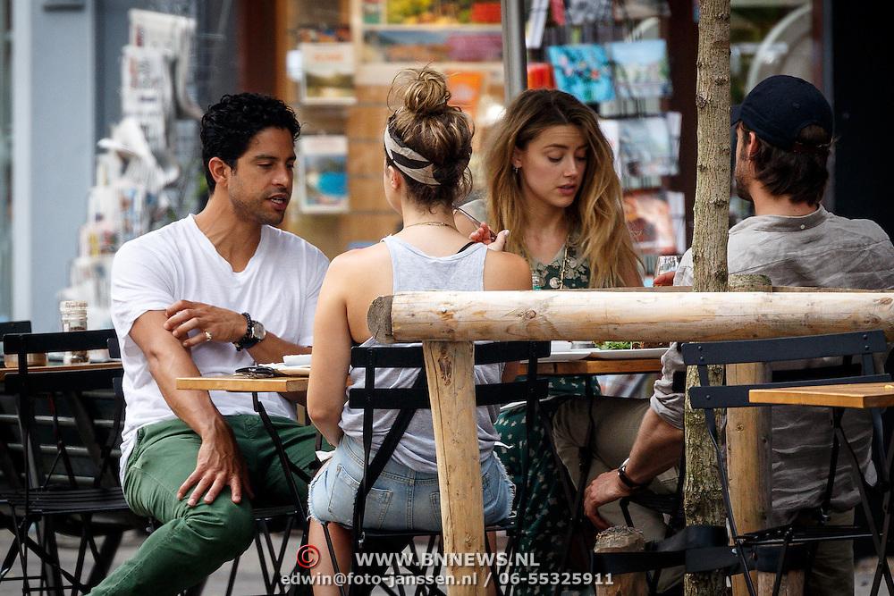 NLD/Amsterdam/20150702 - Adam Rodriguez en Amber Heard eten op een terras in Amsterdam - AdamRodriquez and Amber Heard eating on a terras in Amsterdam,
