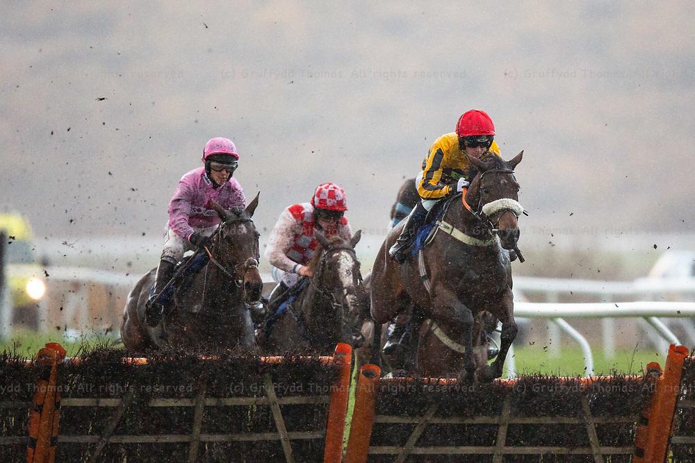 Ffos Las Racecourse, Trimsaran, Wales, UK. Sunday 11 November 2018. Queen Of The Wind (jockey Benjamin Godfrey) jumps a hurdle on the way to winning the Alan Bushell Racing Conditional Jockeys' Handicap Hurdle (Race 7)